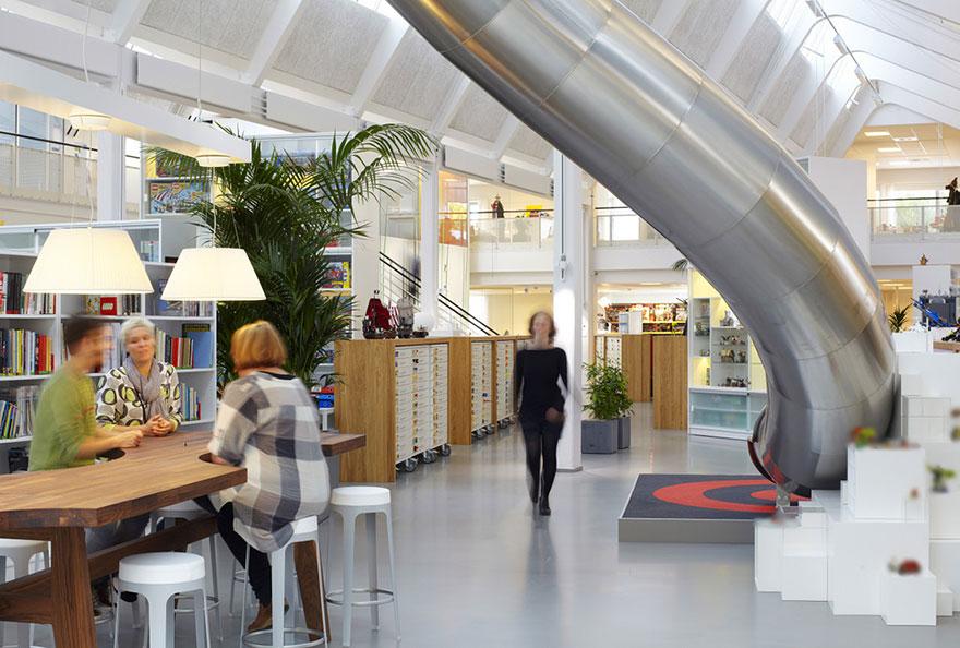 Desain Kantor Paling Keren di Dunia - Desain kantor keren - Lego 01