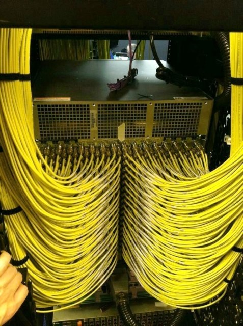 Cabling Organization Paling Rapi di Server Rack Data Center - Best Rack Cabling Management Arrangement Design 06