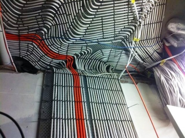 Cabling Organization Paling Rapi di Server Rack Data Center - Best Rack Cabling Management Arrangement Design 10