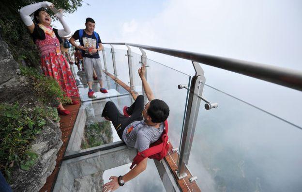 4,600 ft Glass Walking Will Make You Terrifying